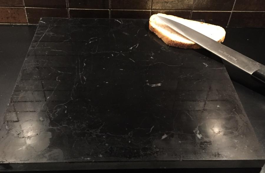Modernistisk Bakeplate/skjærebrett i sort marmor - Marmor og naturstein SS-23