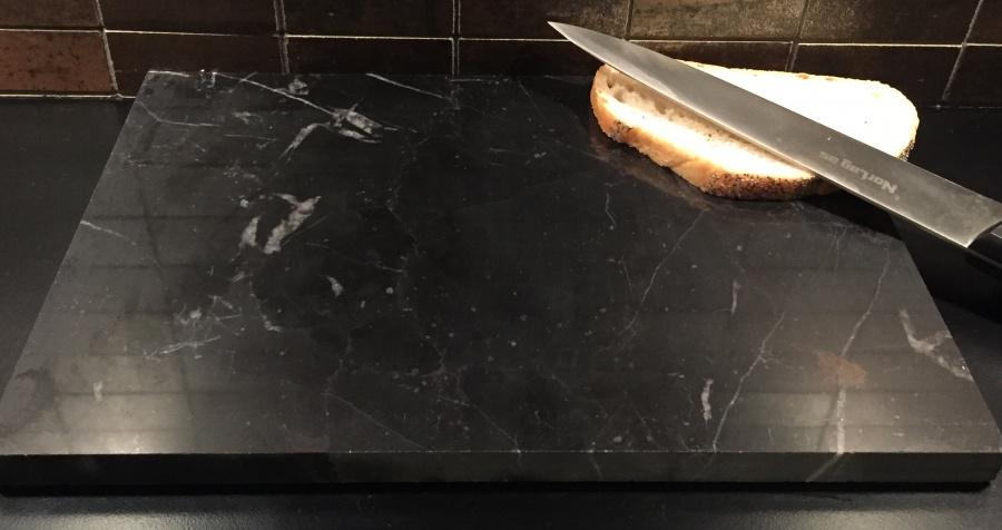 Ungdommelig Bakeplate/skjærebrett i Nero Marquina marmor - Marmor og naturstein TN-95